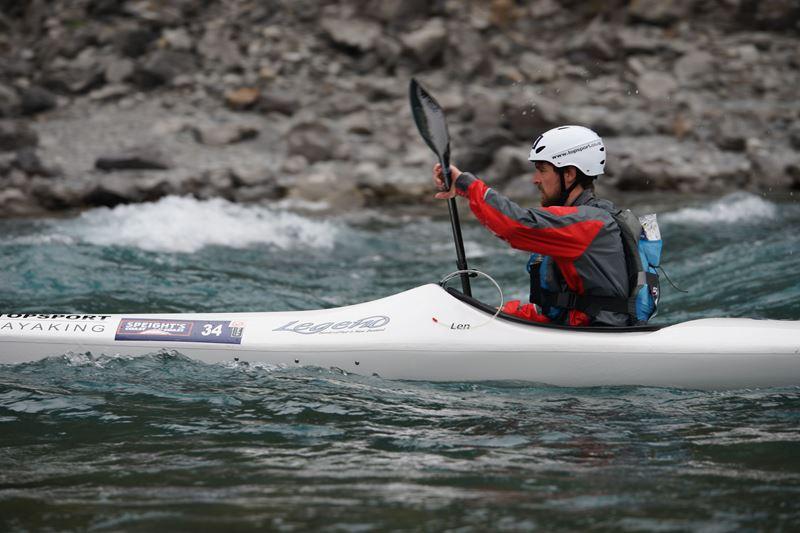 Karel sabbe 67km aan één stuk kajakken in een Graad II rivier tijdens de Coast to Coast wedstrijd